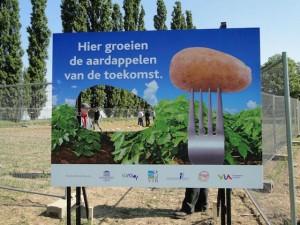 """""""Aquí crecen las patatas del futuro"""". Imagen: corporateeurope.org"""