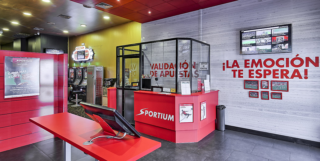 El buitre Blackstone, de la casa al casino: Extorsiona con 30.000 viviendas, 75.000 tragaperras y 3.000 casas de apuestas en España