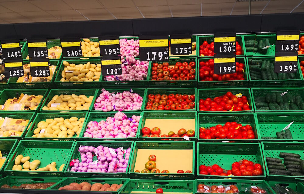 Las grandes cadenas de alimentación hacen el agosto durante la pandemia: Crece la brecha de precios entre productores y consumidores