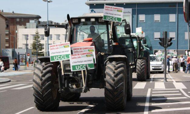 Unos precios justos y una PAC para los profesionales del campo: las reclamaciones de la tractorada en Castilla y León