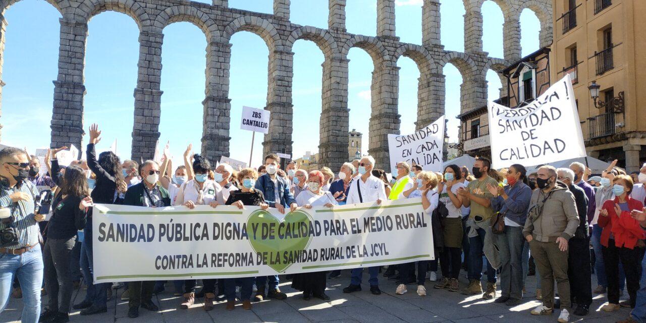 """""""La sanidad rural está en peligro"""": Miles de personas se manifiestan en Segovia por una sanidad pública, digna y de calidad para todo el mundo"""